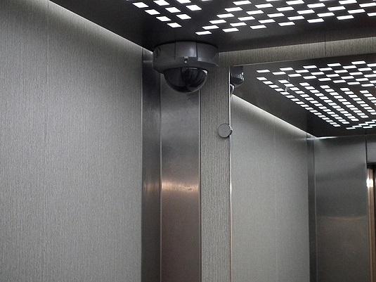 Видеокамера в лифте
