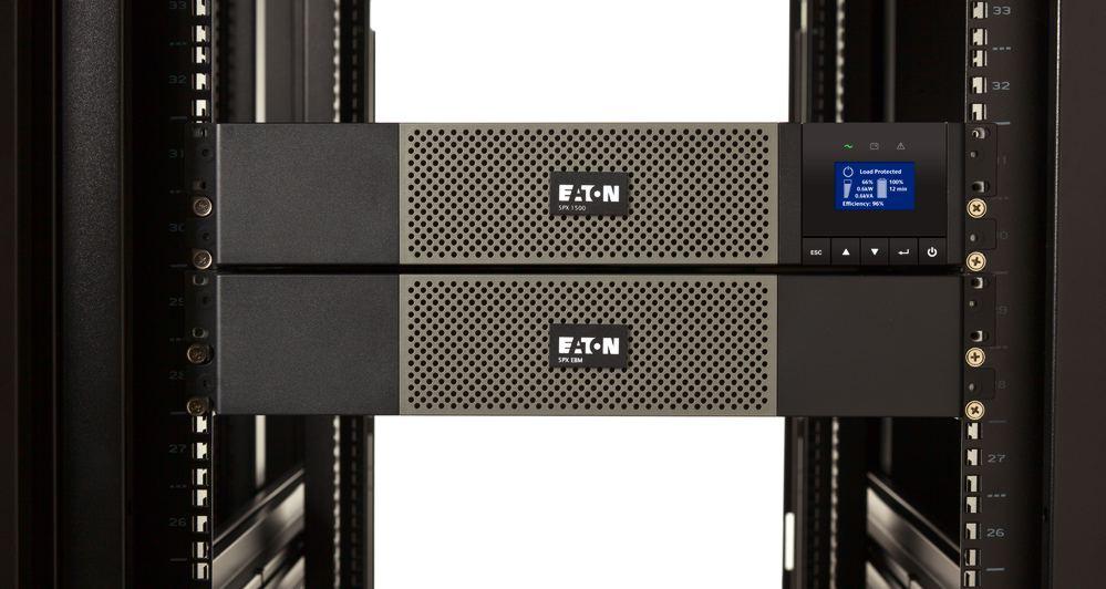 ИБП Еатон в серверной стойке