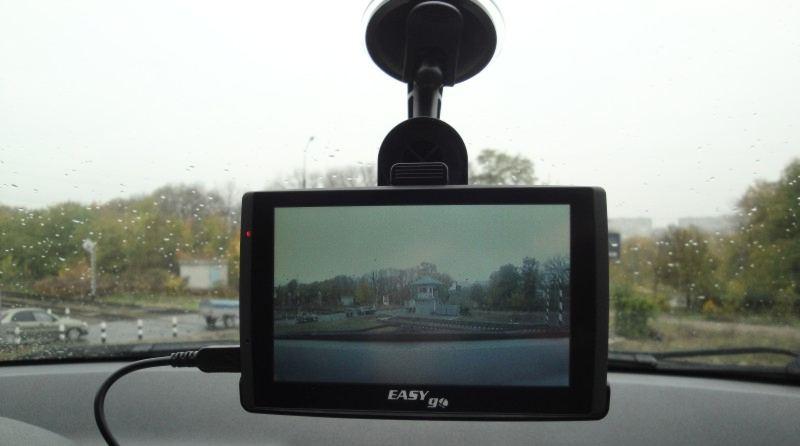 Навигатор EasyGo в автомобиле