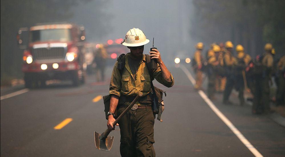 Использование противоударной рации пожарным