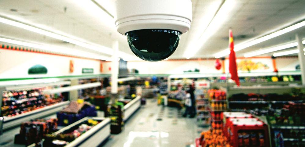 Камера наблюдения в магазине