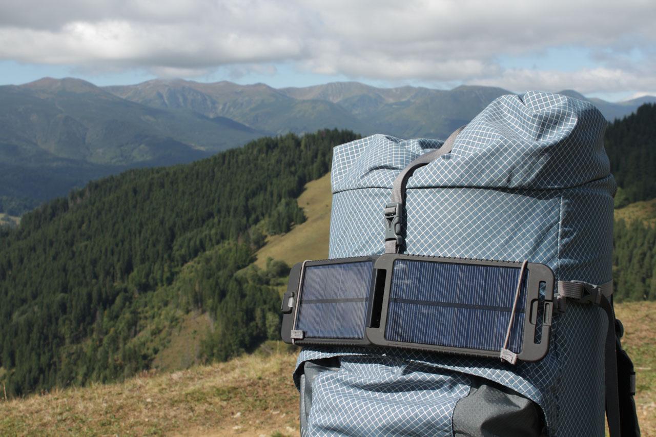 Походная солнечная батарея Powertraveller Solarmonkey Adventurer